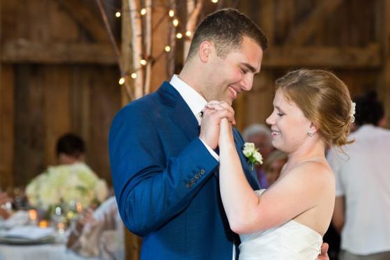 flanagan-farm-wedding-first-dance