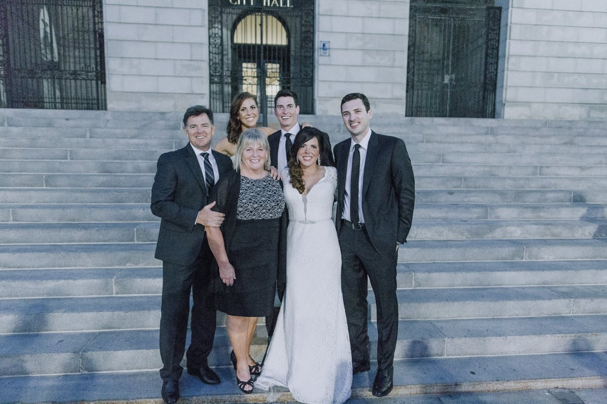 press-hotel-wedding-family-portrait