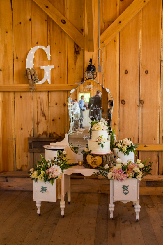 Granite Ridge Wedding Cake Display